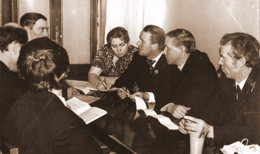 Обсуждение показаний скоростемерной ленты на Совете депо