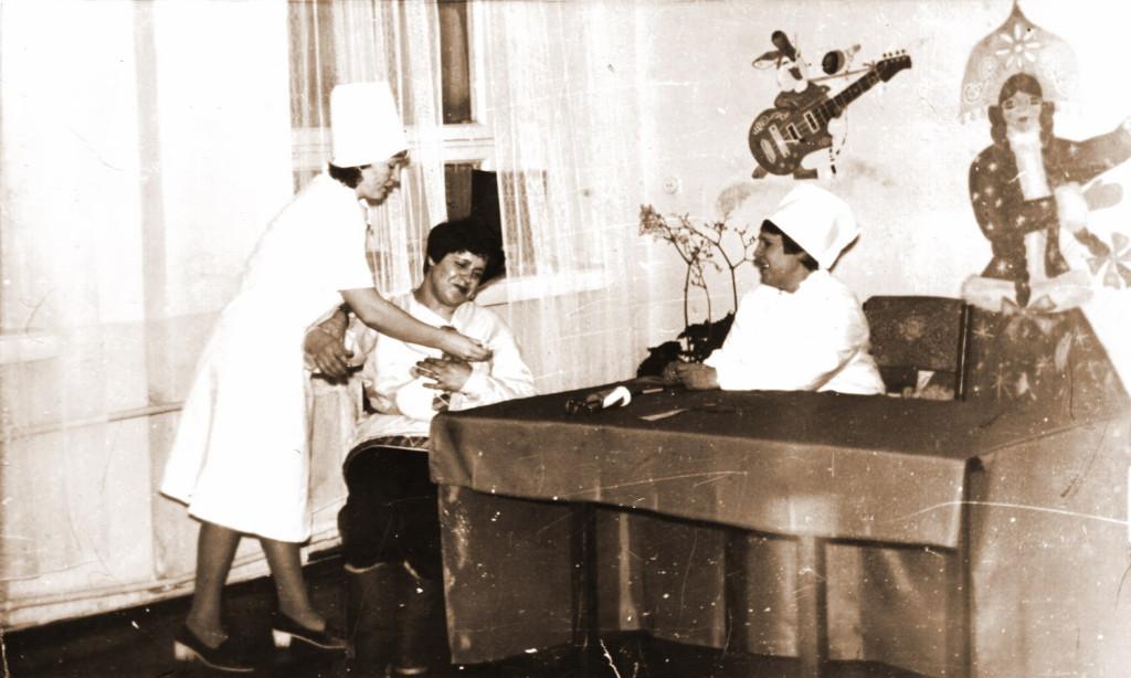 Музыкальная сценка (слева-направо): Пряжникова Надежда Васильевна Алексеева Лидия Николаевна Безверхова Мария Афанасьевна