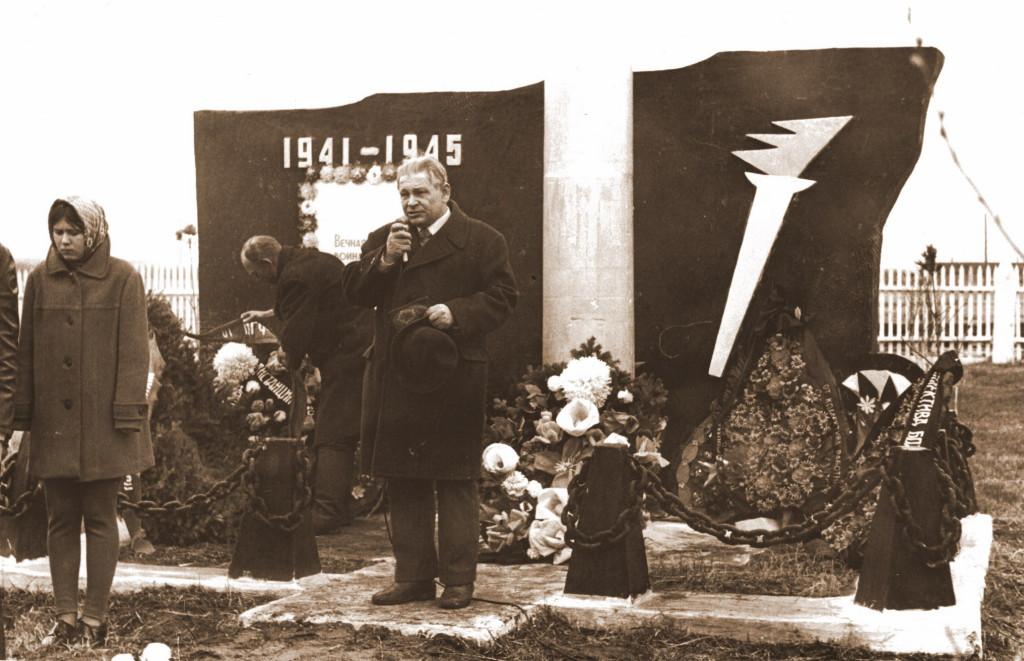 Памятник Победы в деревне Усть-Кандыга Глава посёлка Саянский Шинкаренко Николай Парфёнович (1976-1980)