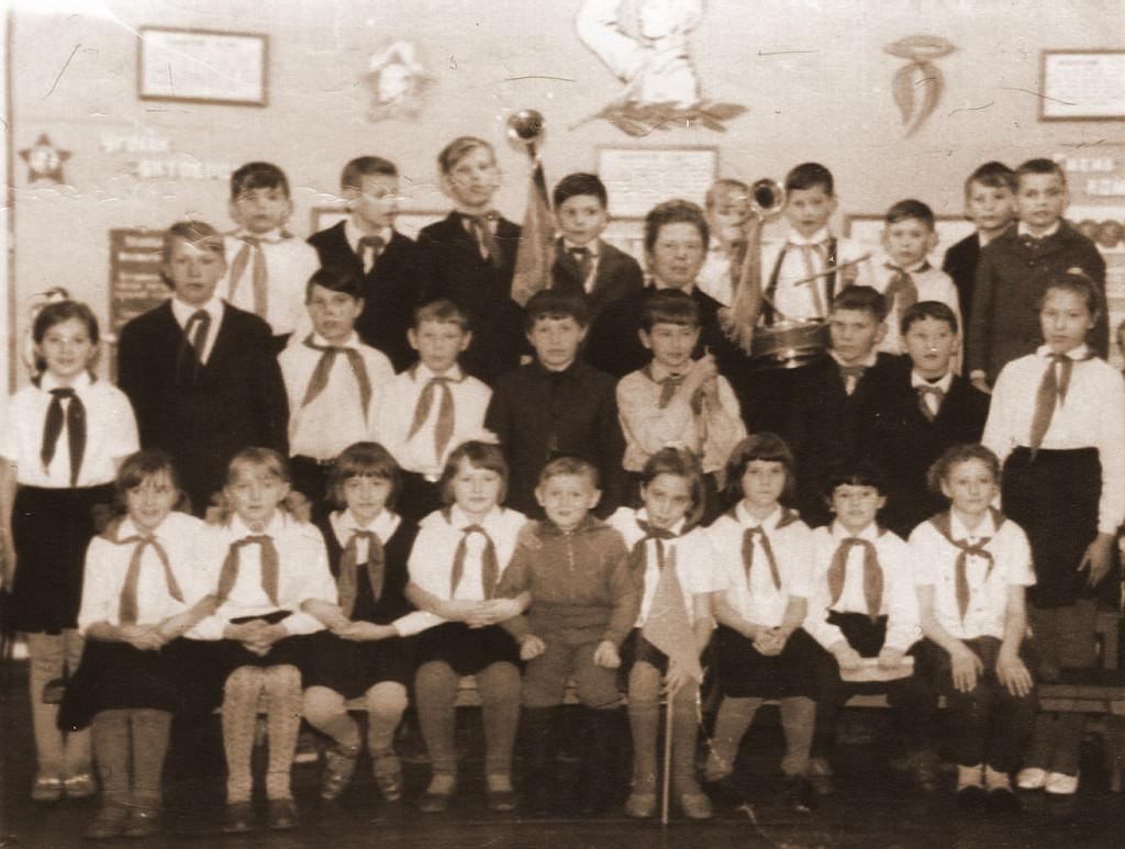 1967-1968 учебный год. Сбор в пионерской комнате