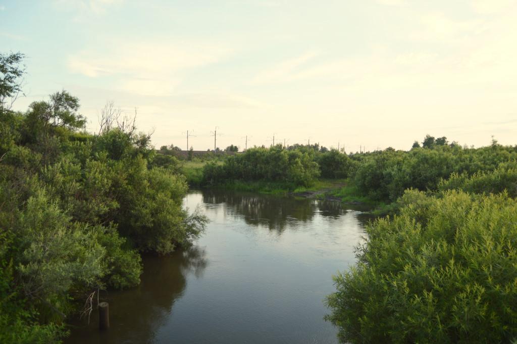Бывший пляж у моста на Унерчик Вид с моста через Рыбную