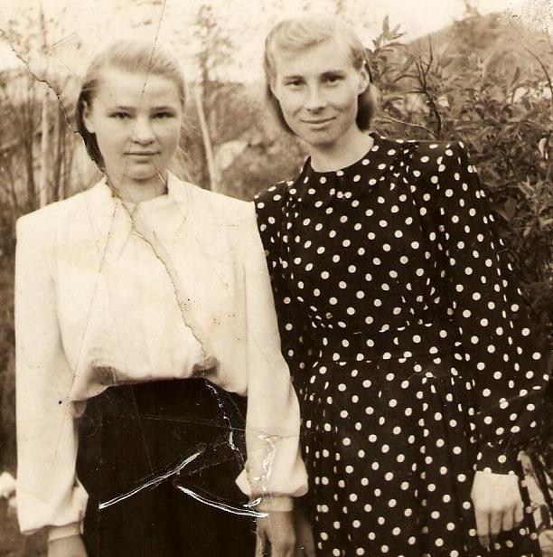 1956год Ольга Фёдоровна (слева) вместе со своей подругой