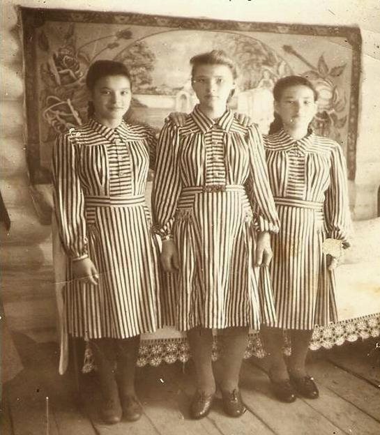 1954 год Ольга Фёдоровна (в центре) с подругами