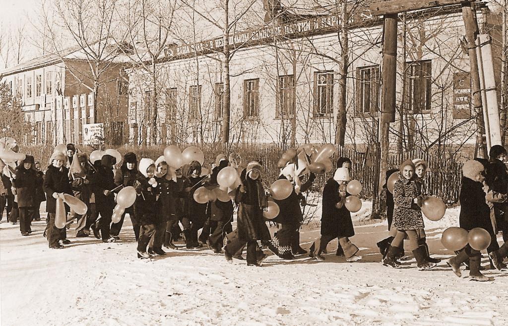 Колонна школьников Улица Школьная