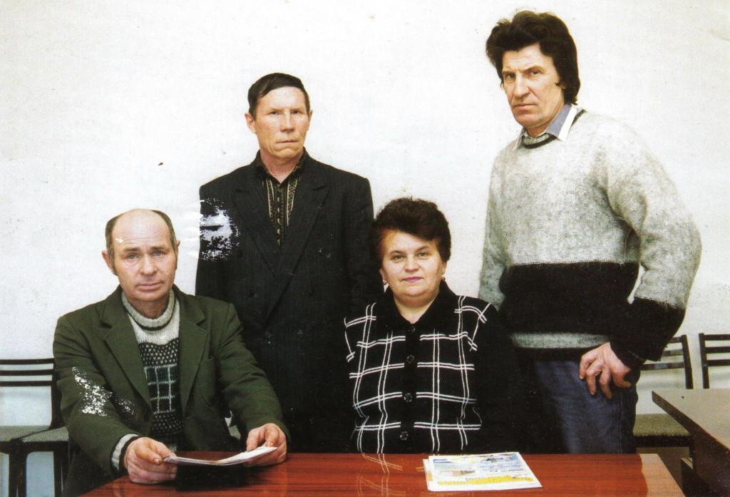 Они были первыми: Манаков Н.В. - машинист ХДВ, Ухаткин Д.С. - мастер производственной базы, Горовенко Н.М. - машинистка, Тарасов А.А. - начальник производственной базы