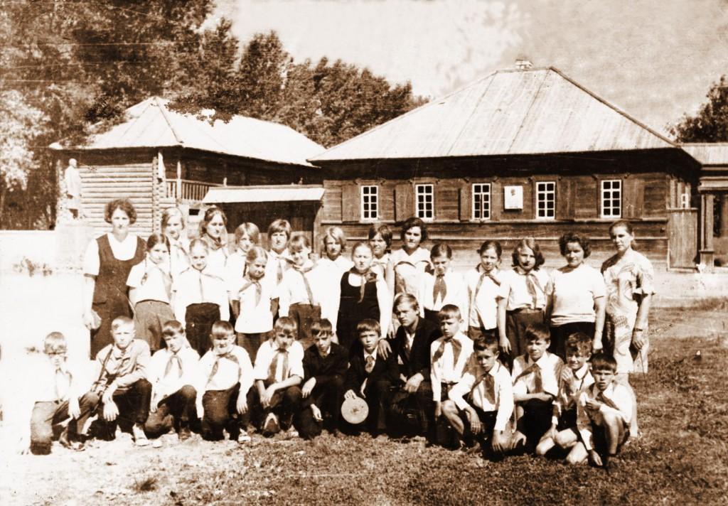 Шушенское Горькова В.М. сопровождает группу учащихся Саянской школы