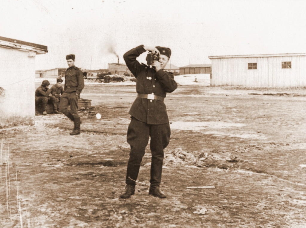 1961 год Виктор Леонидович со своим фотоаппаратом в руках