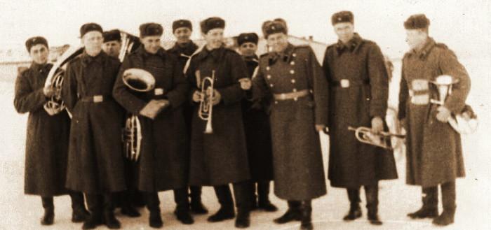 Оркестр и начальник штаба Какорин1