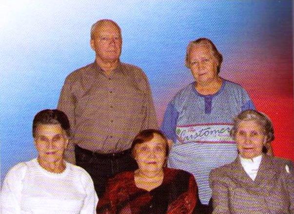 Первые жители посёлка Внизу Майкова Мария Степановна, Липко Евгения Карповна, Рябинина Тамара Николаевна