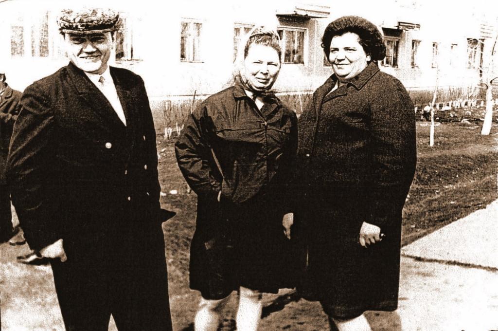 Шиловы Иван Иванович и Лидия Николаевна В середине Семушина Вера Васильевна