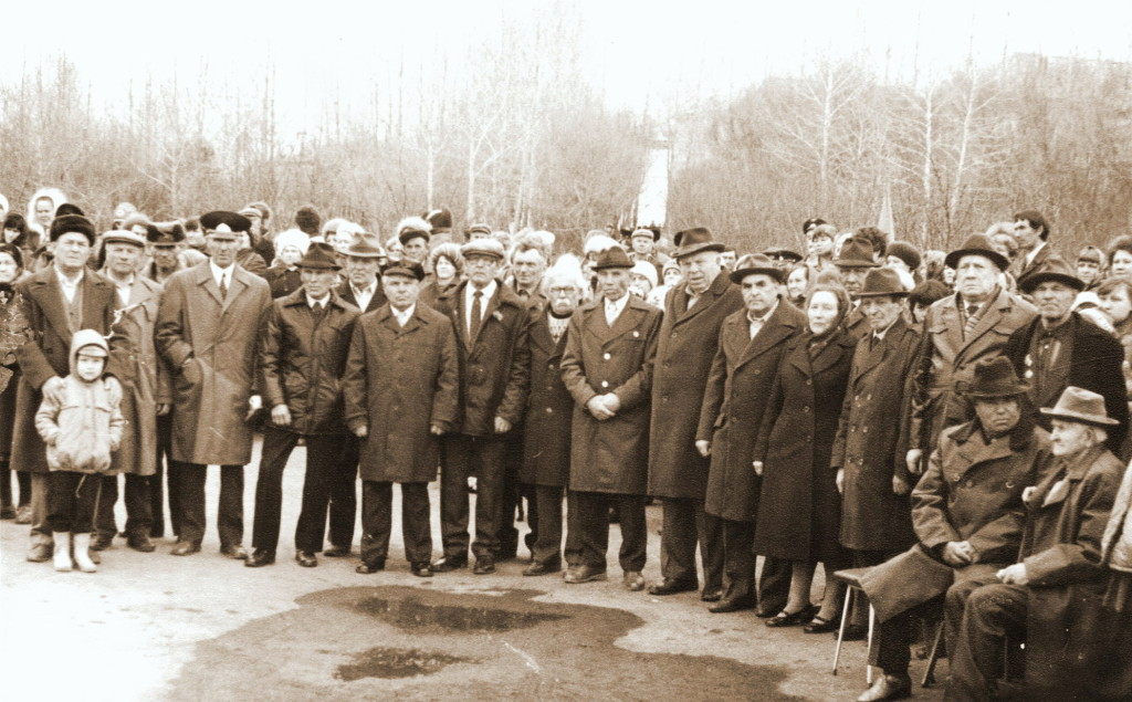 Вторая половина 80-х годов Митинг у Мемориала Погибшим воинам