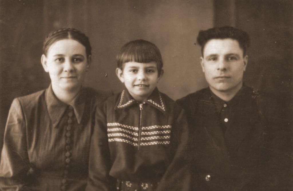 1955 год Акиловы Ника Сергеевна, Надя и Сергей Митрофанович